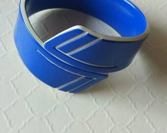 Vintage Lucite Bracelet Plastic Bracelet Art Deco Style Royal Blue & White 1970s