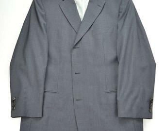 Hugo Boss men's designer suit  recent  42L  flawless no vents virgin wool mediumgray  with pinstriping  outside pockets on jacket stitched
