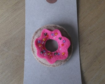 Felt doughnut brooch with bright pink icing