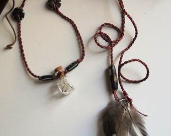 Dandelion Florets Macrame Necklace with natural feathers - Collier macrame fleurettes de pissenlits et plumes naturelles
