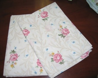 Two Standard Pillowcases/Shabby Chic/Cabbage Roses/Vintage