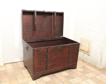 Antique Look Storage Trunk