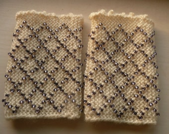 Cream Woolen Wristwarmer with Lilac Beading
