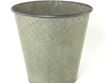 Large Embossed Galvanised Planter, Perfect Garden Pot for Herbs, Flowers. 23104