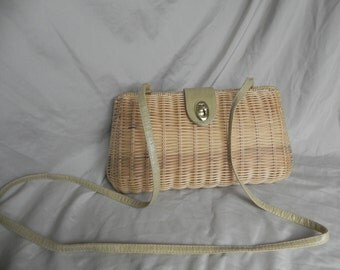 Vintage Natural Tan Wicker Shoulder Bag Clutch Purse With Lizard Embossed Clasp and Shoulder Strap