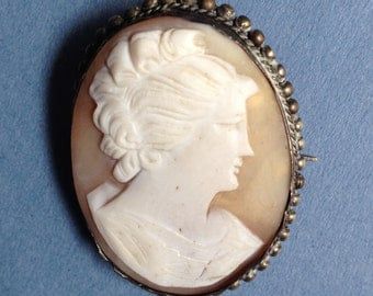 Stunning Victorian Cameo in Silver Mount