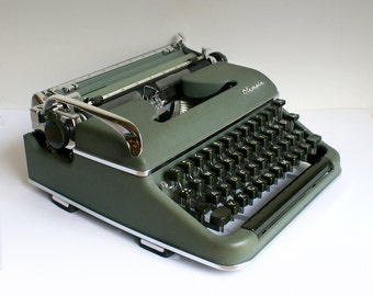 Working Olympia SM 3 sm3 typewriter Germany - portable green