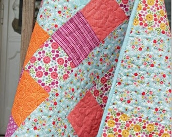 Crib Quilt, Baby Quilt, Tummy Time Quilt, Modern Quilt, Baby Shower Gift, Baby Gift, Handmade Quilt, Soft Quilt, Flower Quilt, Cotton Quilt