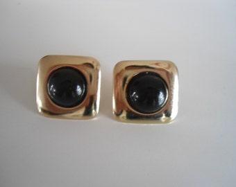Vintage earrings, classic style.
