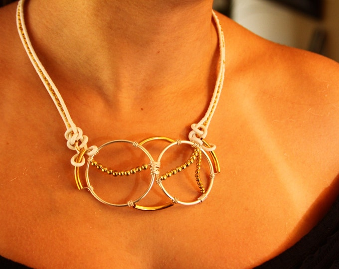 Sphere leather choker necklace