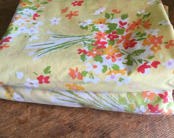 A Set of Vintage Sheets-1 fitted & 1 flat sheet (2 dofferent sizes)