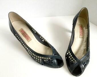Vintage Navy Peep Toe Pumps// Bandolino// Size 8// Made in Italy