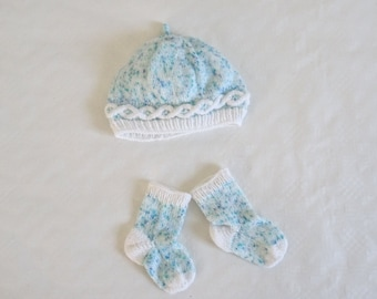 Twist cap and baby socks - baby 3 months