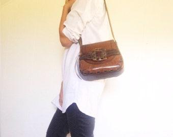 Vintage tooled leather bag. Leather hippie bag. Vintage festival bag. 1970's hippie bag.