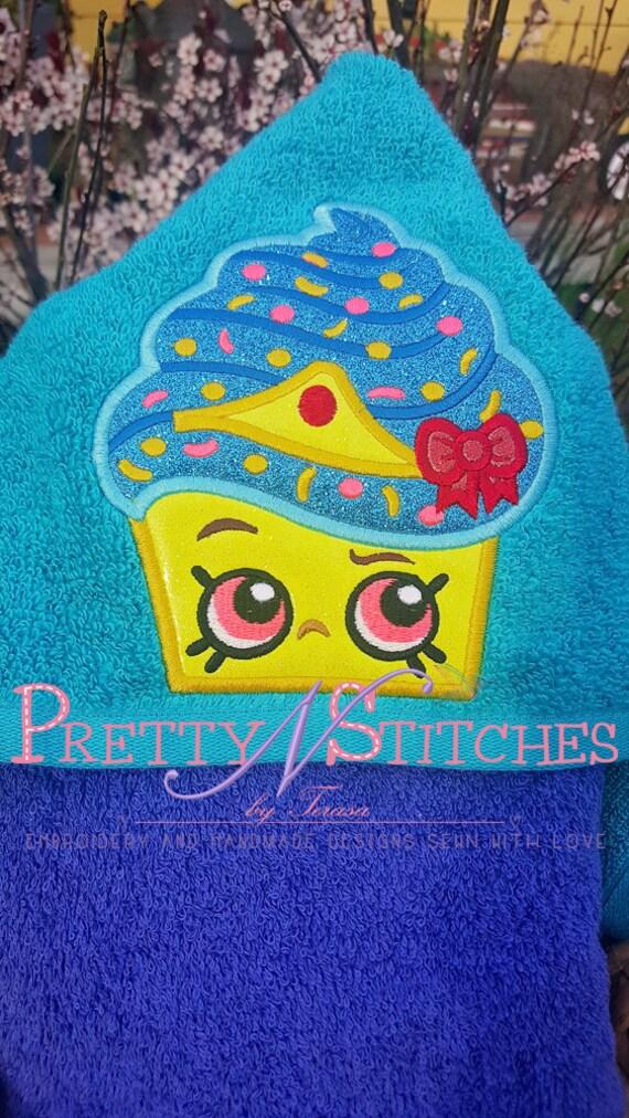 Queen cupcake peeker applique embroidery designs hoop