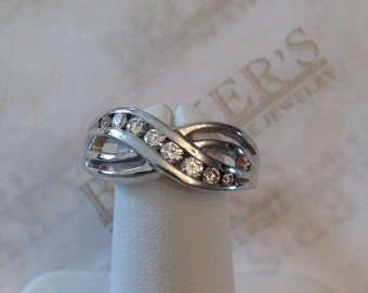 14k white gold 8 Round Diamond Cross-Over Channel Band Ring .32 tw HI-SI1,2 Size 9.25