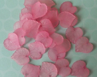 Pack of 30 frosted acrylic leaf beads, pink