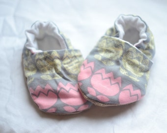 Floral Spring Baby Shoes Flower crib shoes Baby Loafers Grey Pink shoes Girl shoes Grey slippers Pink slippers Flower slippers Newbor gift