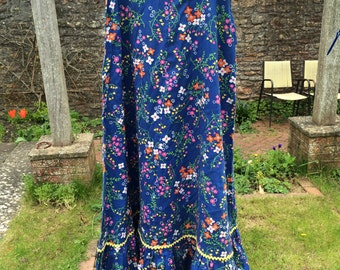 Gorgeous vintage long flowery skirt