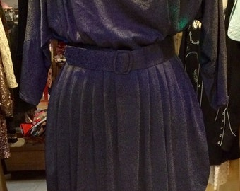 1980's new wawe dress, with huge shoulder pads. Size S.