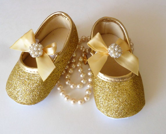 Porcelain Baby Shoes abpclan.gq will personalize every porcelain baby shoe for that new baby in your life. All of our porcelain baby shoes have gold trim on the tongue and we offer you the option of adding gold accents around the entire perimeter.