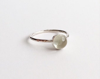 GREEN AMETHYST RING - Sterling Silver Clear Green 6mm Gemstone Ring  - Solitaire Cabochon Hammered Skinny Ring