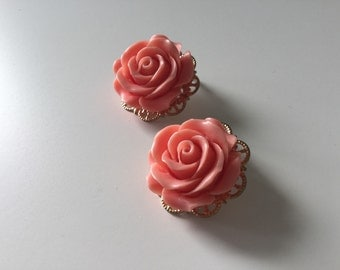 Coral Earrings Floral Earrings Vintage Earrings Pink Flower Earrings Free Shipping  Vintage Flower Earrings 60s Earrings Mad Men Jewelry