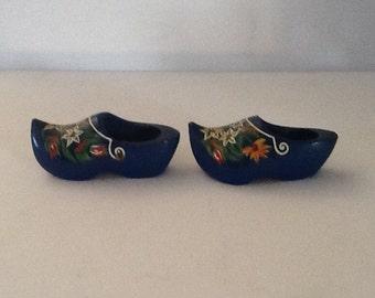 Vintage Dutch Clogs / Mini Wooden Dutch Shoes / Hand Painted Wood Shoes