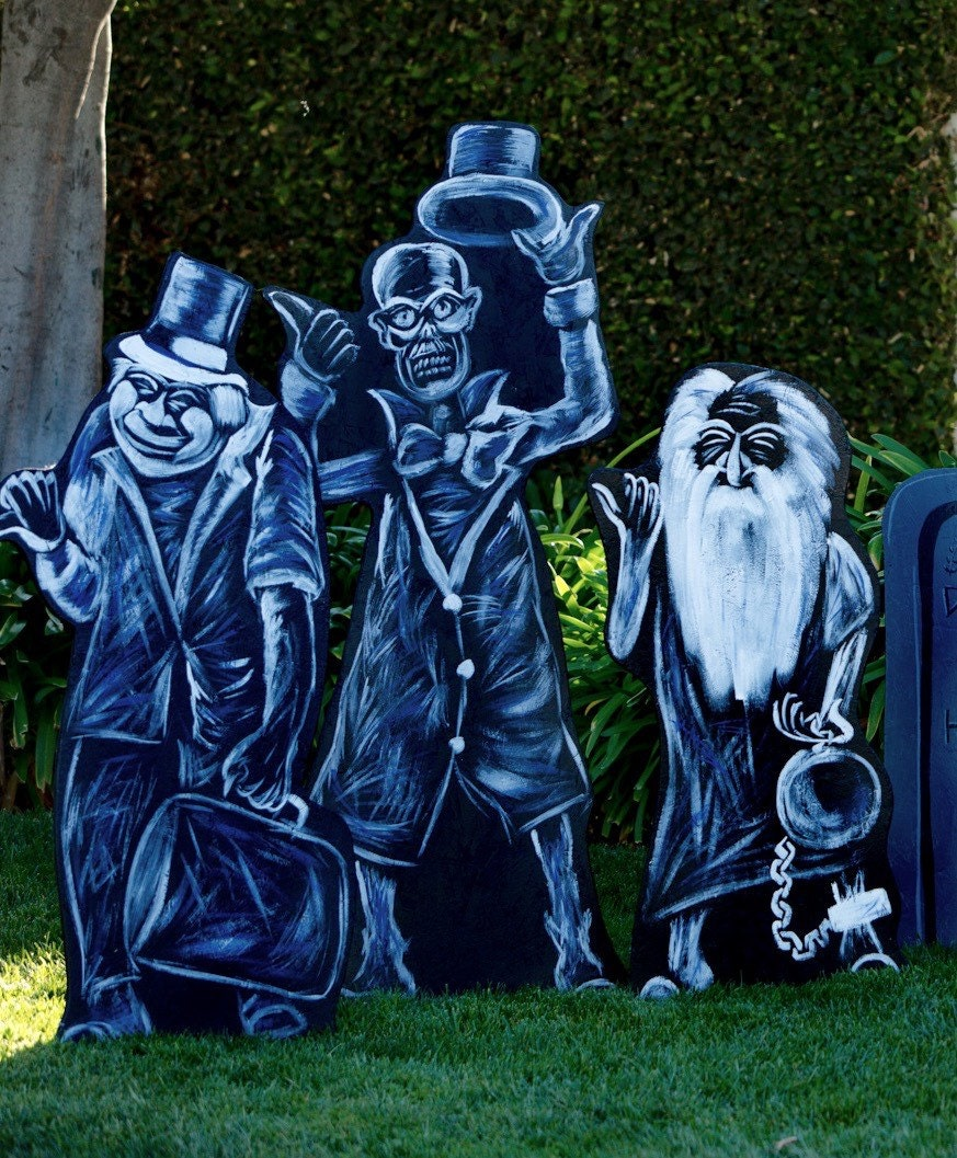 Hitchhiking Ghosts Of The Haunted Mansion