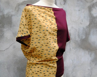 Reversible T -shirt jersey bi-color bordeaux and mustard yellow feather pattern