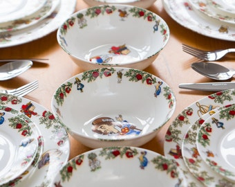 Alice In Wonderland Dinner Service for 4 People