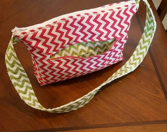 Purse with zipper pocket