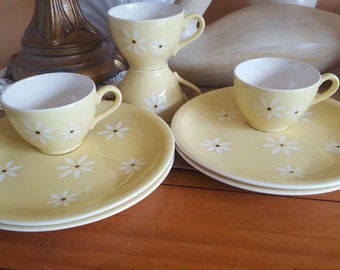 Vintage HARKENWARE Snack Setting for 4 and Serve Plate, DAISY, Summer Snacks, Tea Party, Picnics, Camping, Retro Kitchen Decor