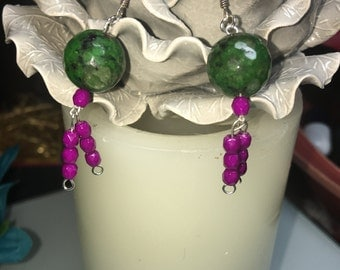 Green/fuscia agate round stone earrings