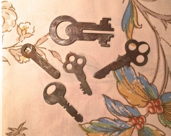 Antique Keys - Vintage - set of 5