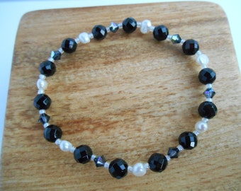 Black faceted onyx and freshwater pearl bracelet