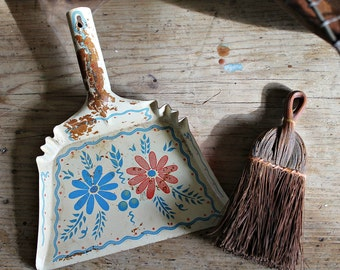 TOY DUSTPAN with BRUSH