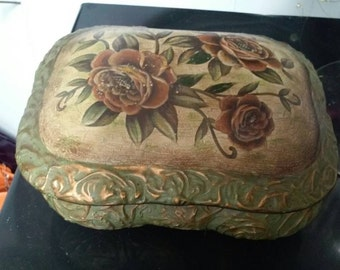 Vintage Style Green, Gold, & Floral Ceramic Jewelry and Trinket Box