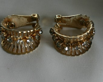 Vintage clip on earrings.   Diamond like stone with gold tone metal.   Very beautiful. Would make a lovely gift.