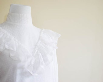 Vintage 1970s Blouse / Dotted Swiss / White / Lace / Hippie Boho / Small
