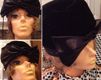 Vintage Designer Christian Dior Chapeaux Paris New York black satin & velvet cloche bow hat  vintage Couture  Like new condition