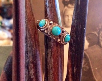 Vintage Sterling Silver Turquoise cabochon ring   Size 7    Vintage turquoise ring marked 925