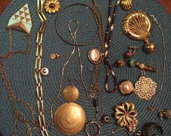 Lot of jewelry, for your crafts, jewelry making, up cycle