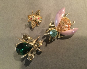 Vintage BEE BUG BROOCHES Insect Pins Enamel Rhinestone three Piece Group Bug Fly Jewelry collection Insect Pins Turquoise Pink Emerald Green