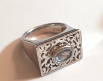 Beautiful stelring silver and topaz ring size 7