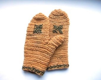 Needlebound mittens yellow green stitching, plant dyed, pure wool, medieval clothing reenactors, vikings dark ages, historically accurate