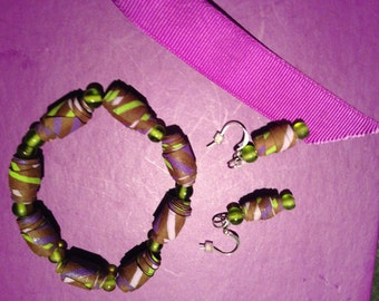Set bracelet and earrings. -lime - green beads - purple - green recycled wrapping paper