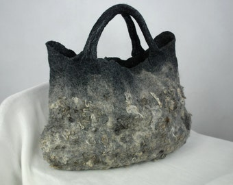 Felted bag with flockes