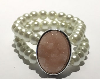 Beaded pearl and pink druzy bracelet