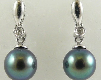 Freshwater Black 7.7mm Pearl Earring 14K White Gold with Diamond 0.02ct
